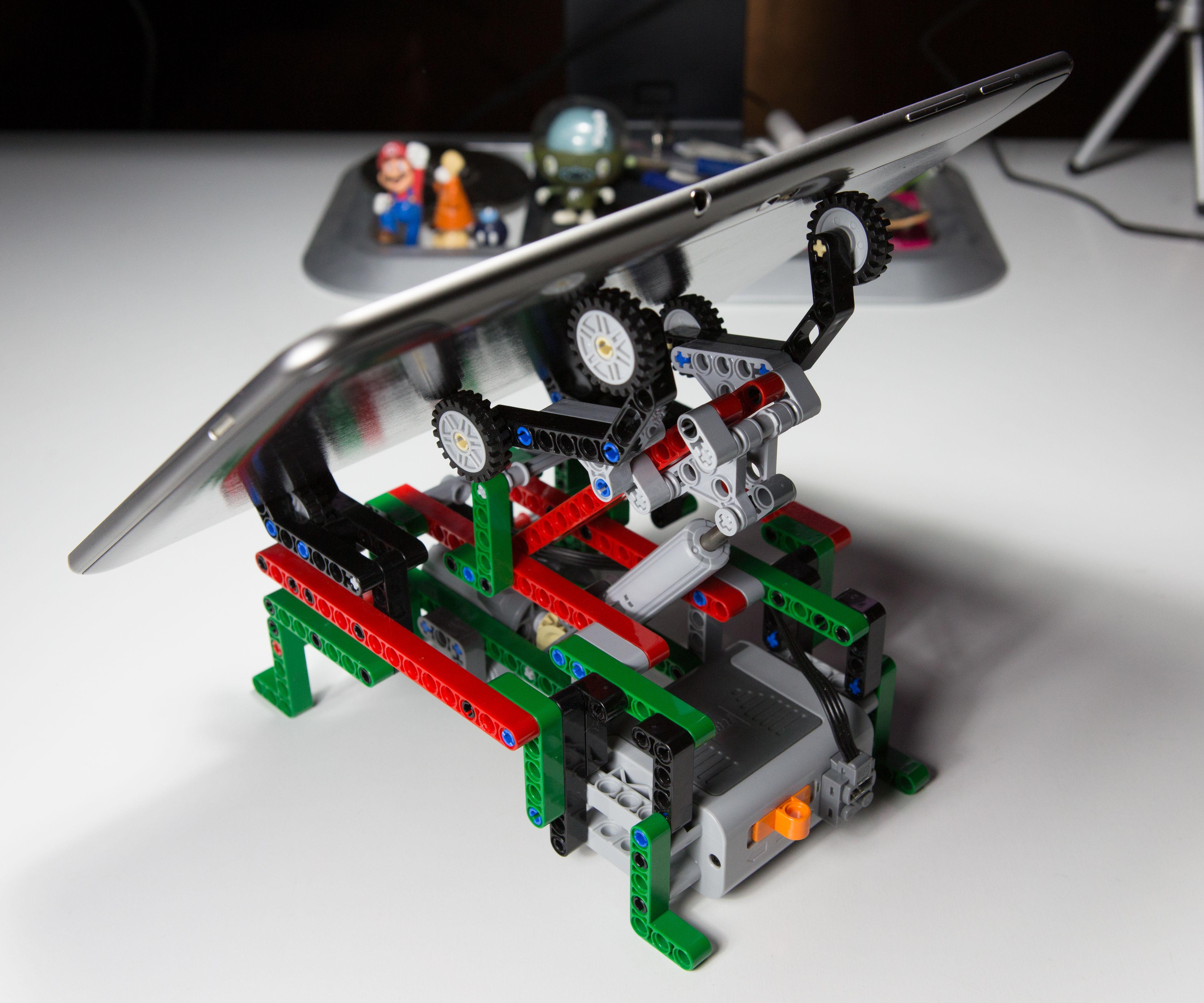 Motorised LEGO adjustable tablet cradle