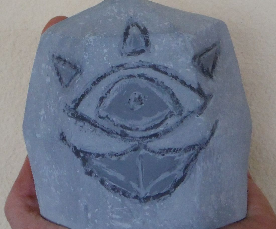 Make a Gossip Stone (Statues with Papercraft)