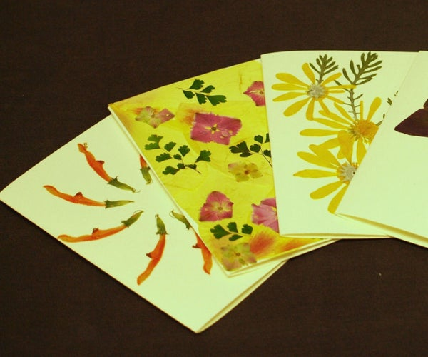 How to Make Gift Cards Using Dried Flowers