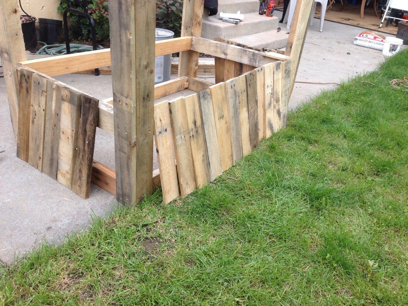 Attaching Side Slats to the Pallet Planter