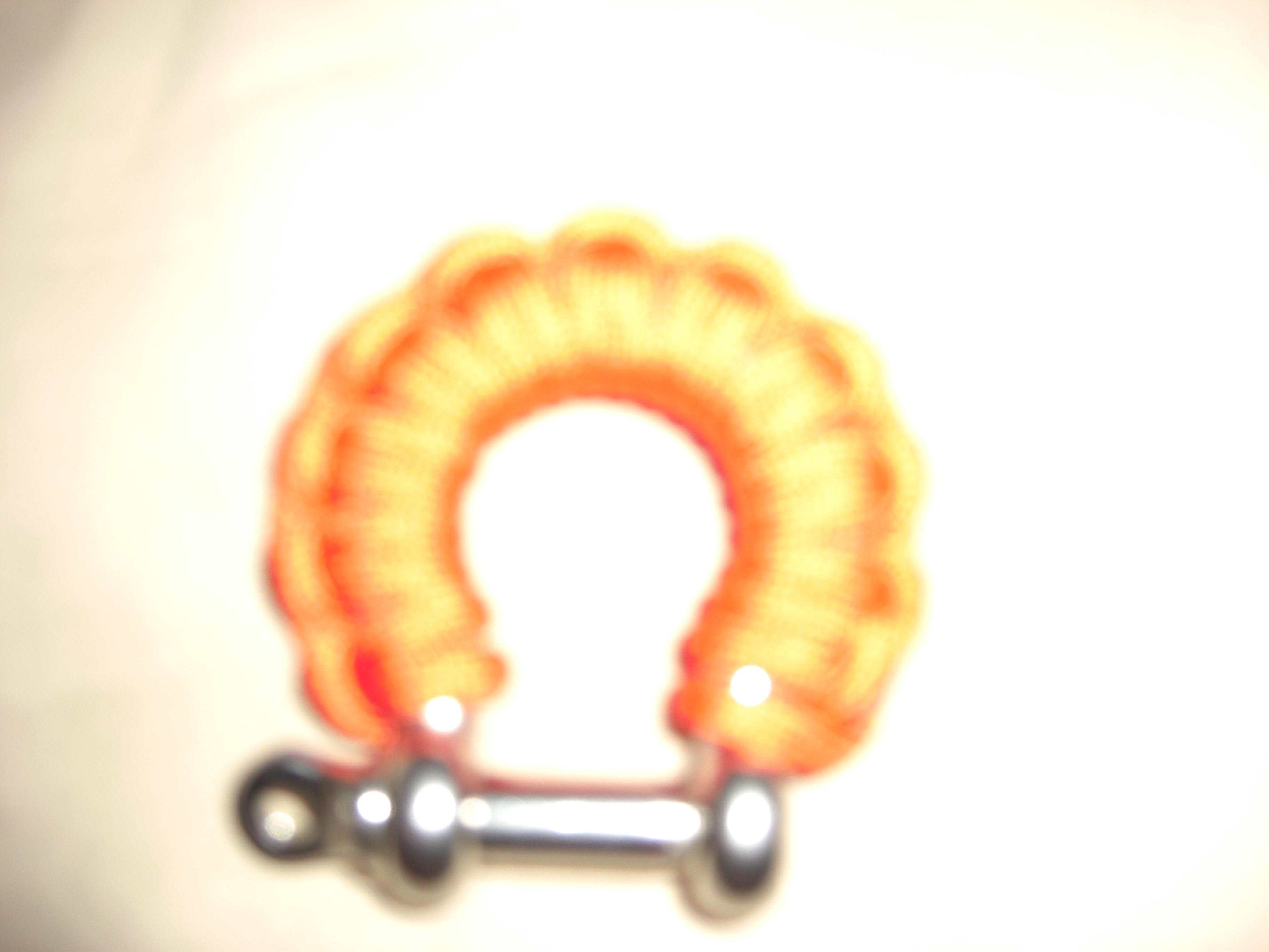 tie a paracord shackle grip