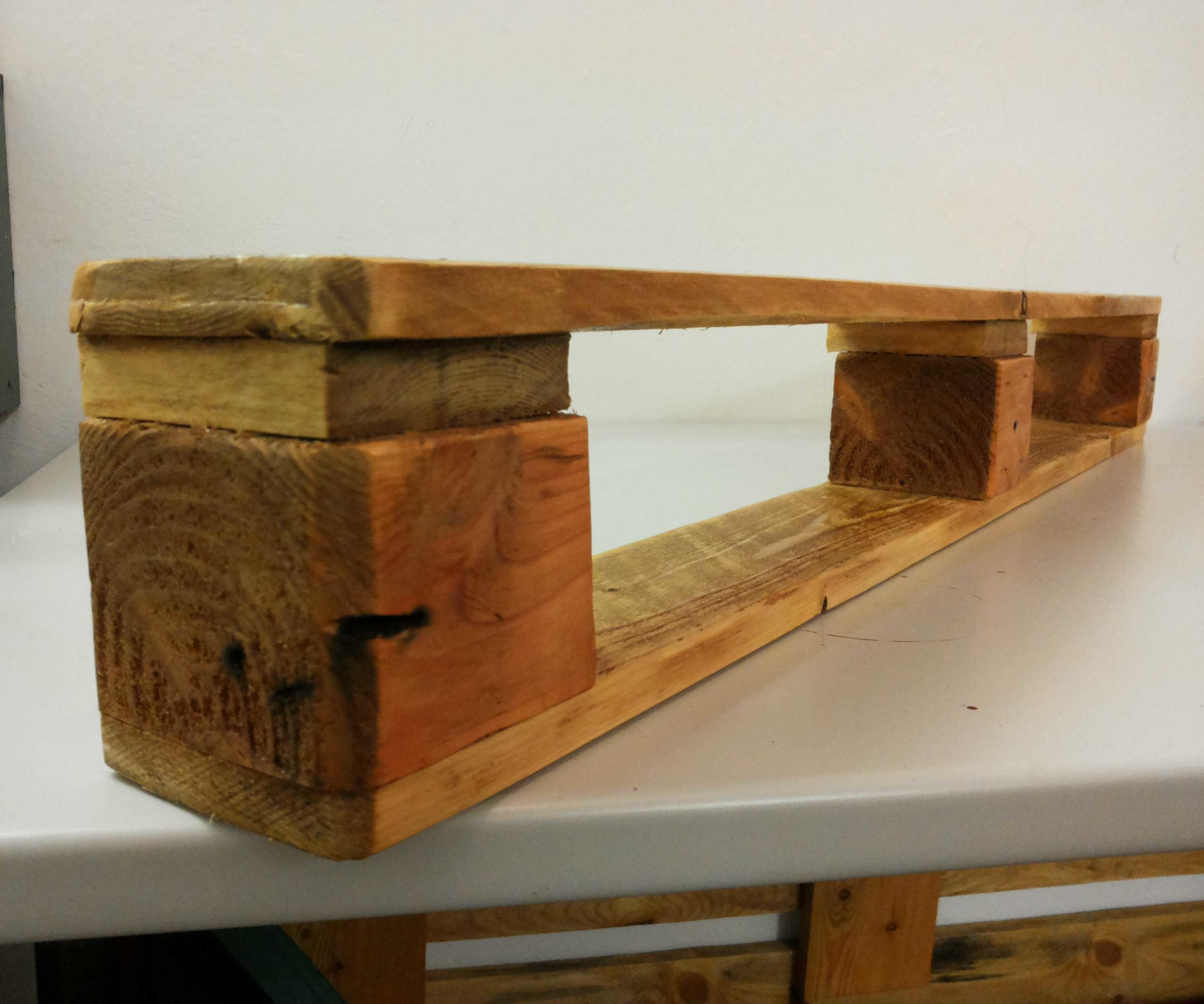 Very Simple Shelf From One Pallet