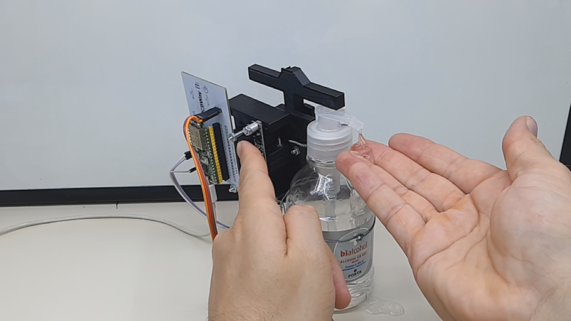Automatic Gel Alcohol Dispenser With Esp32