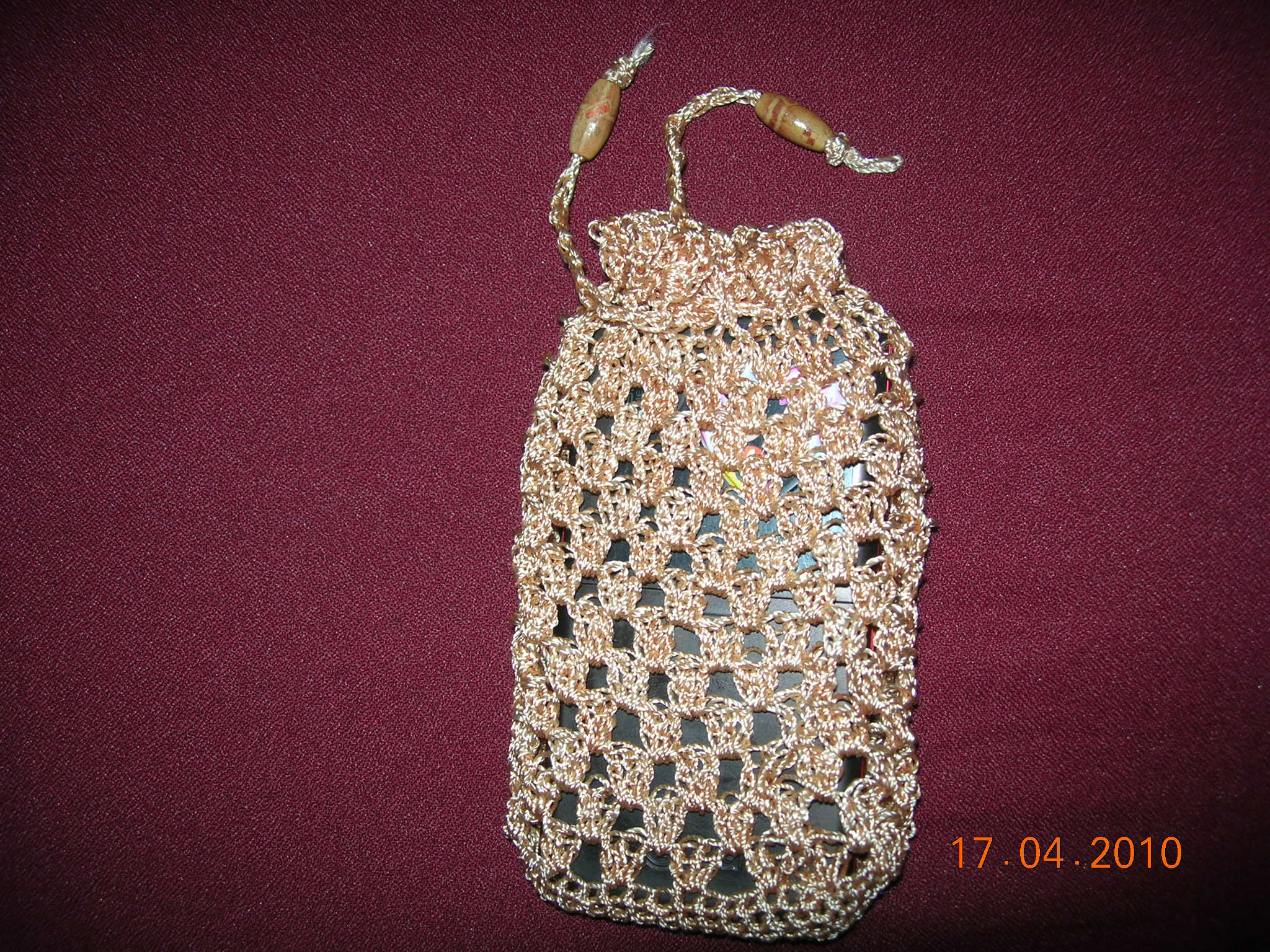 Crocheted pouch for your mobile