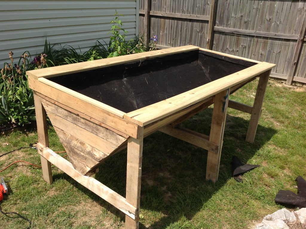 Raised Planter Bed From Pallets 8, How To Build A Raised Garden Bed With Legs From Pallets