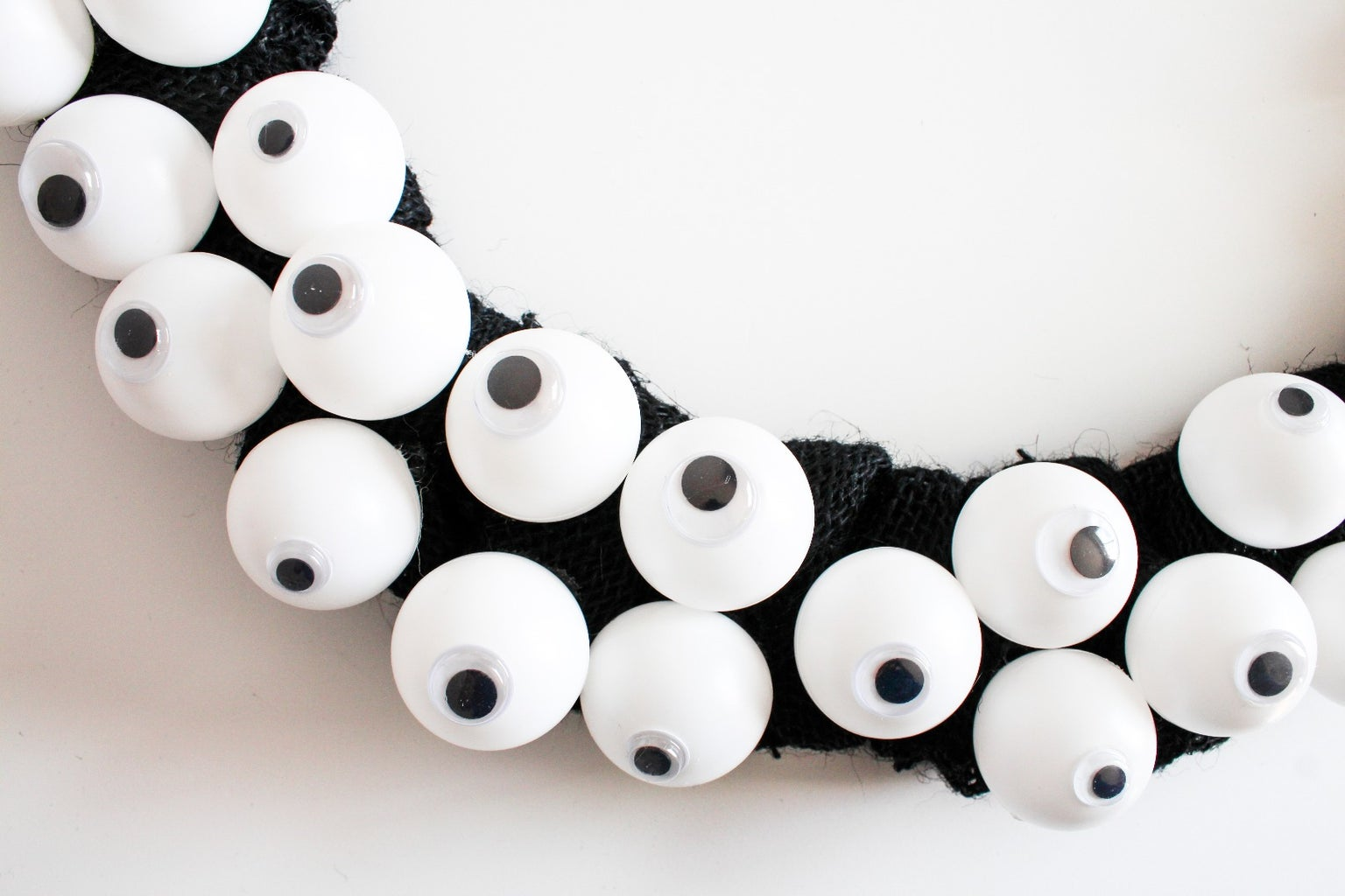 Attach the Eyeballs to the Wreath
