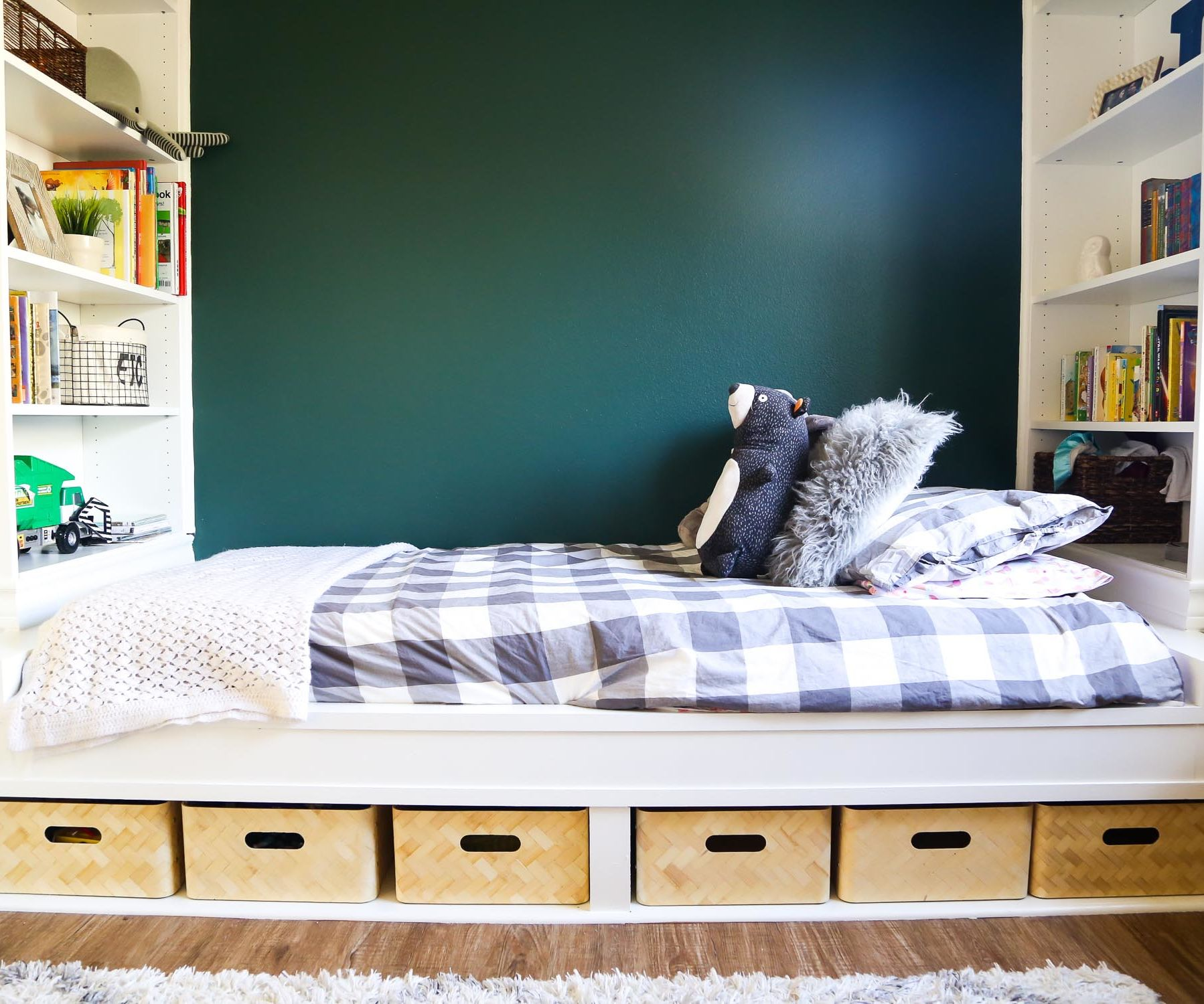 Diy Storage Daybed With Build In Shelves 7 Steps With Pictures Instructables