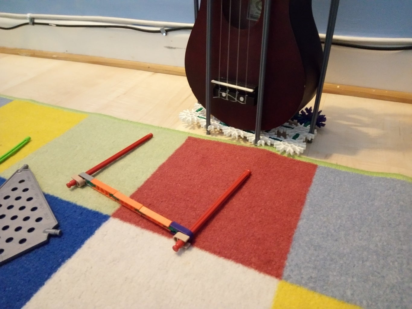 How to Put the Ukulele in the Stand