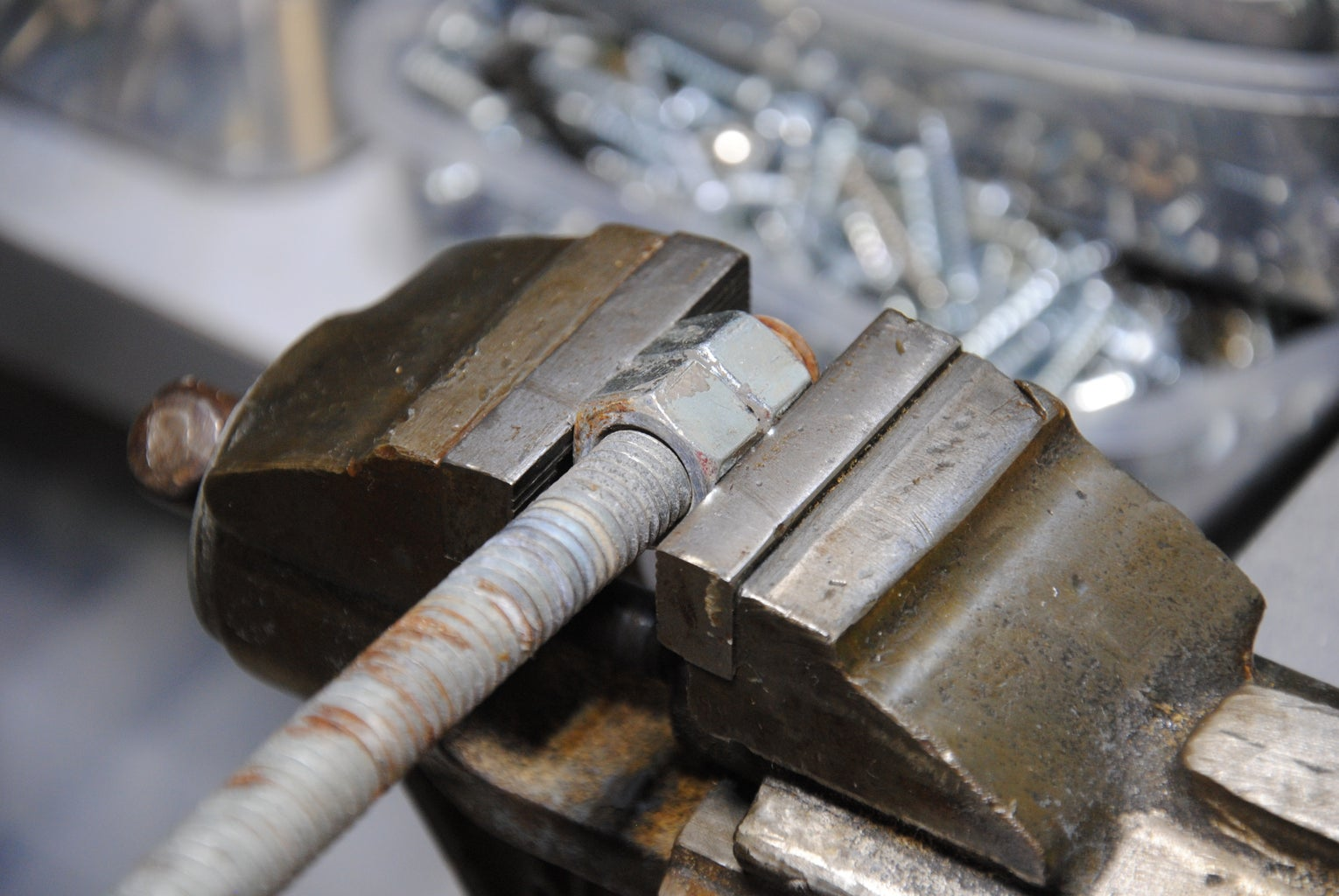 How to Mount a Bolt or Threaded Rod in a Vise Without Destroying the Threads