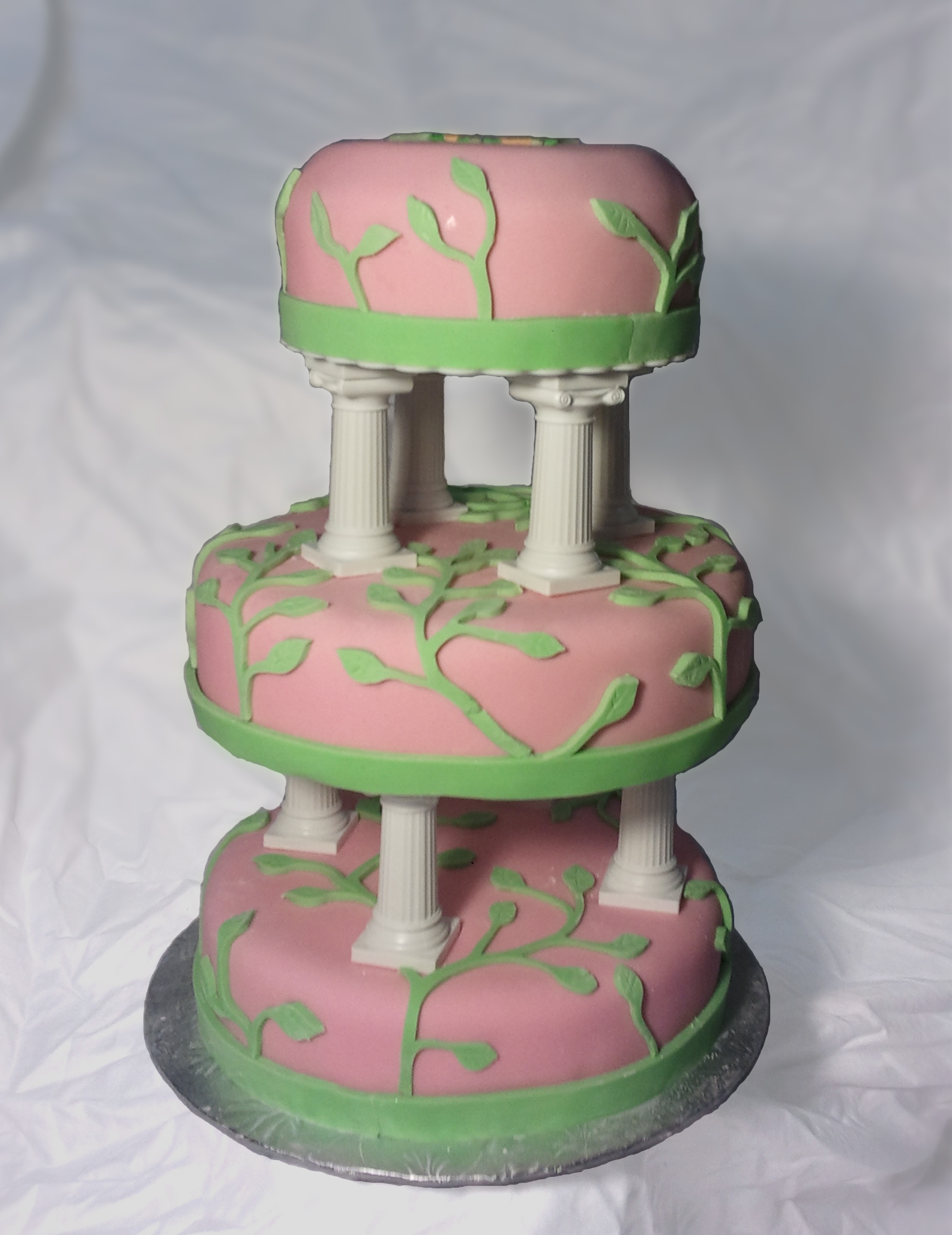 How to use fondant to make an awesome cake
