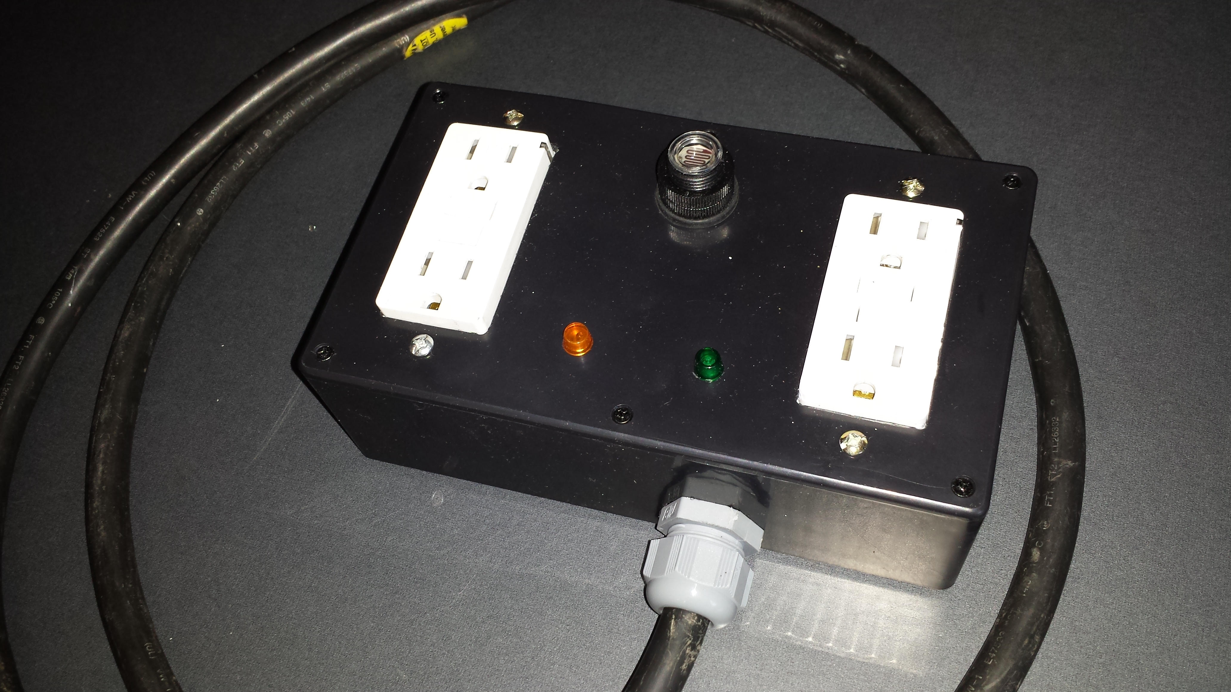 Photo Sensor Controlled Outlet (turns on or off at daylight or nightime)