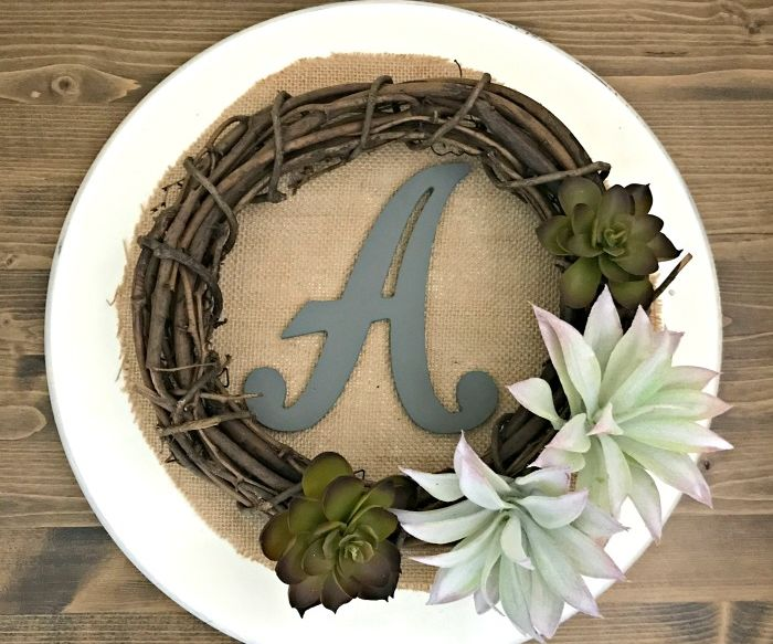 12 Pretty Ideas for a DIY Burlap Sign or Wreath
