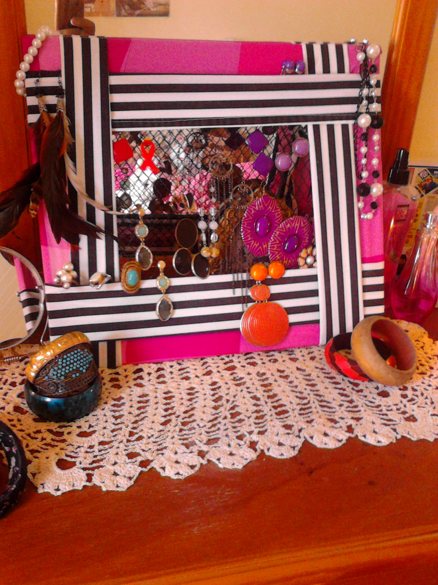 Ugly picture frame upcycled to jewellery organizer