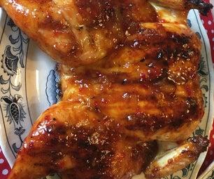 醉酒的鸡在砖块下用桃子jalapeño烧烤釉