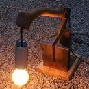 斧头和托盘木灯