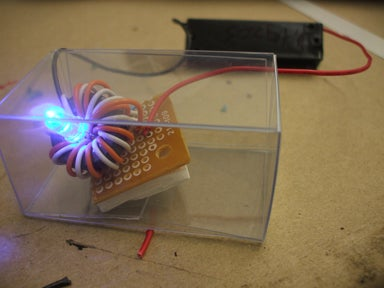 Electronic Organism Diverts Attention With Pretty Light, Steals Joules