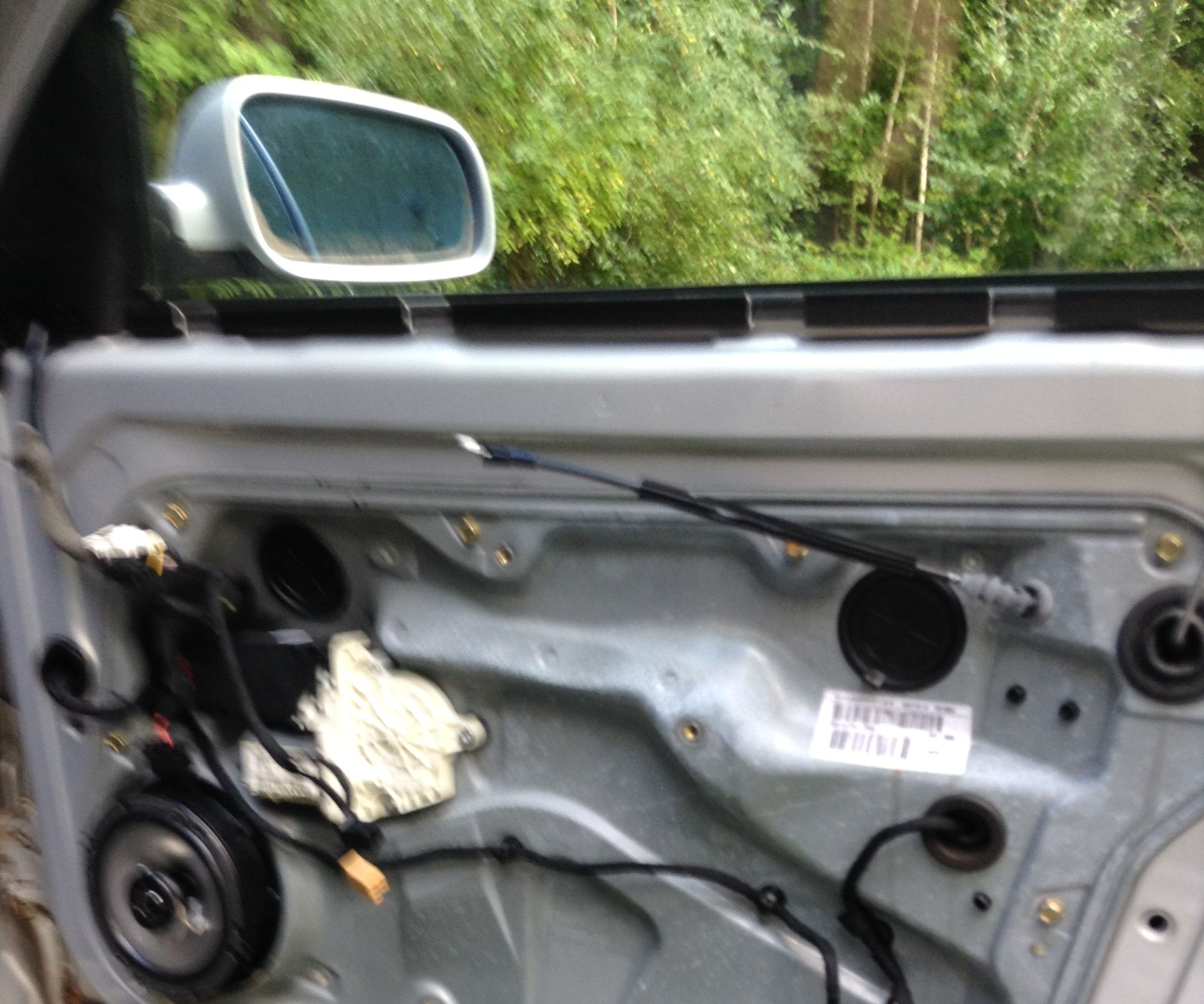 Volkswagen Car door disassembly and reassembly