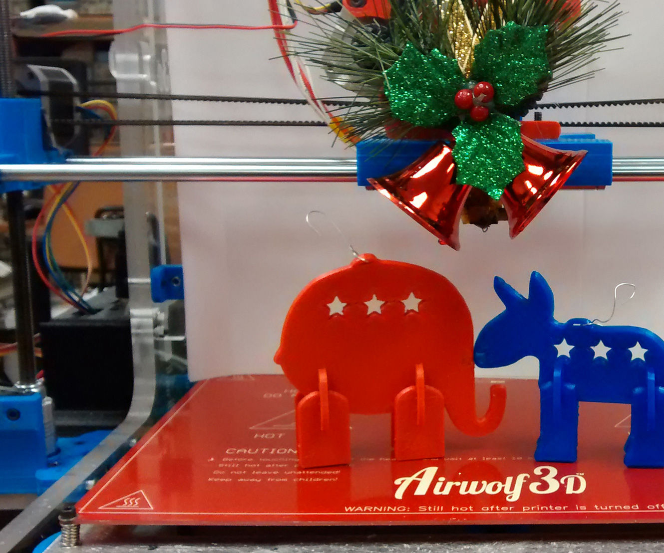 3D Printed Kissing Political Figurines