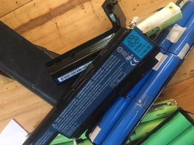 Materials Preparation : Old Laptop Battery