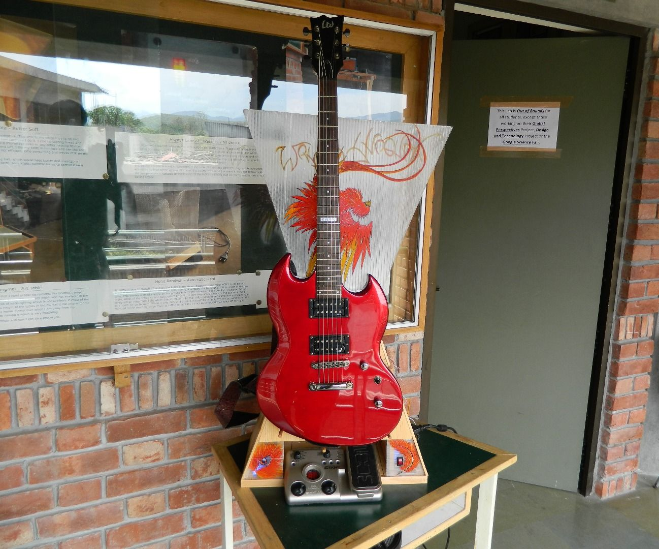 The 'Jam Stand': A portable, custom Guitar Amplifier & Stand