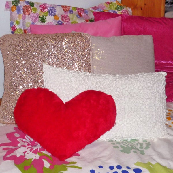 DIY ROOM DECOR - No Sew Heart Pillow! (V-day Decor & Gift Idea)