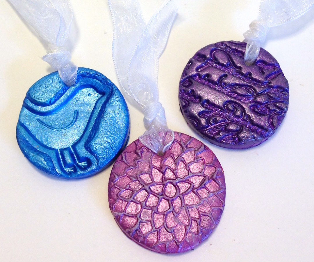 D.I.Y. Wedding Favor Medallions By Lisa Fulmer for ACTÍVA Products