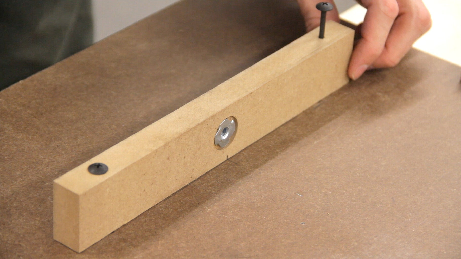 Attaching the Table (Front and Right Cleats)