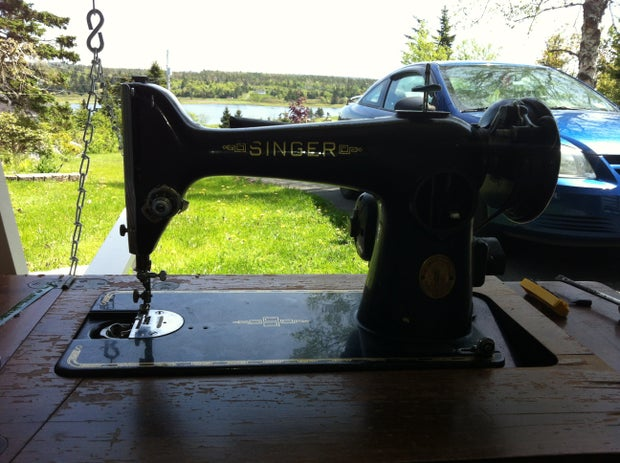 Re Vintage Singer Sewing Machine, How To Refinish An Old Singer Sewing Machine Cabinet