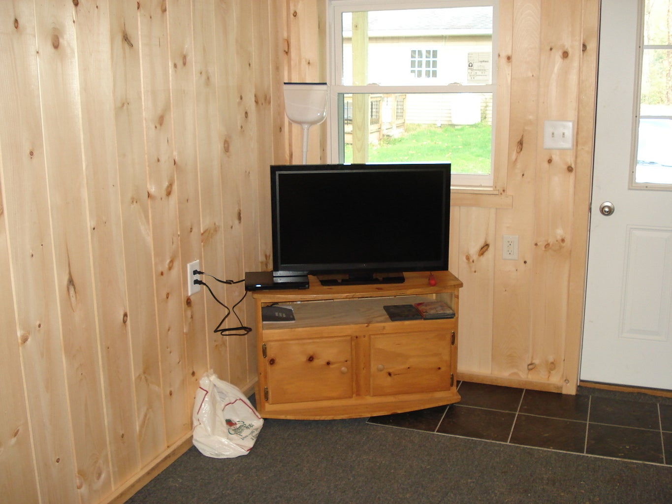 How to Finish the Inside of a 12 X 20 Cabin on a Budget