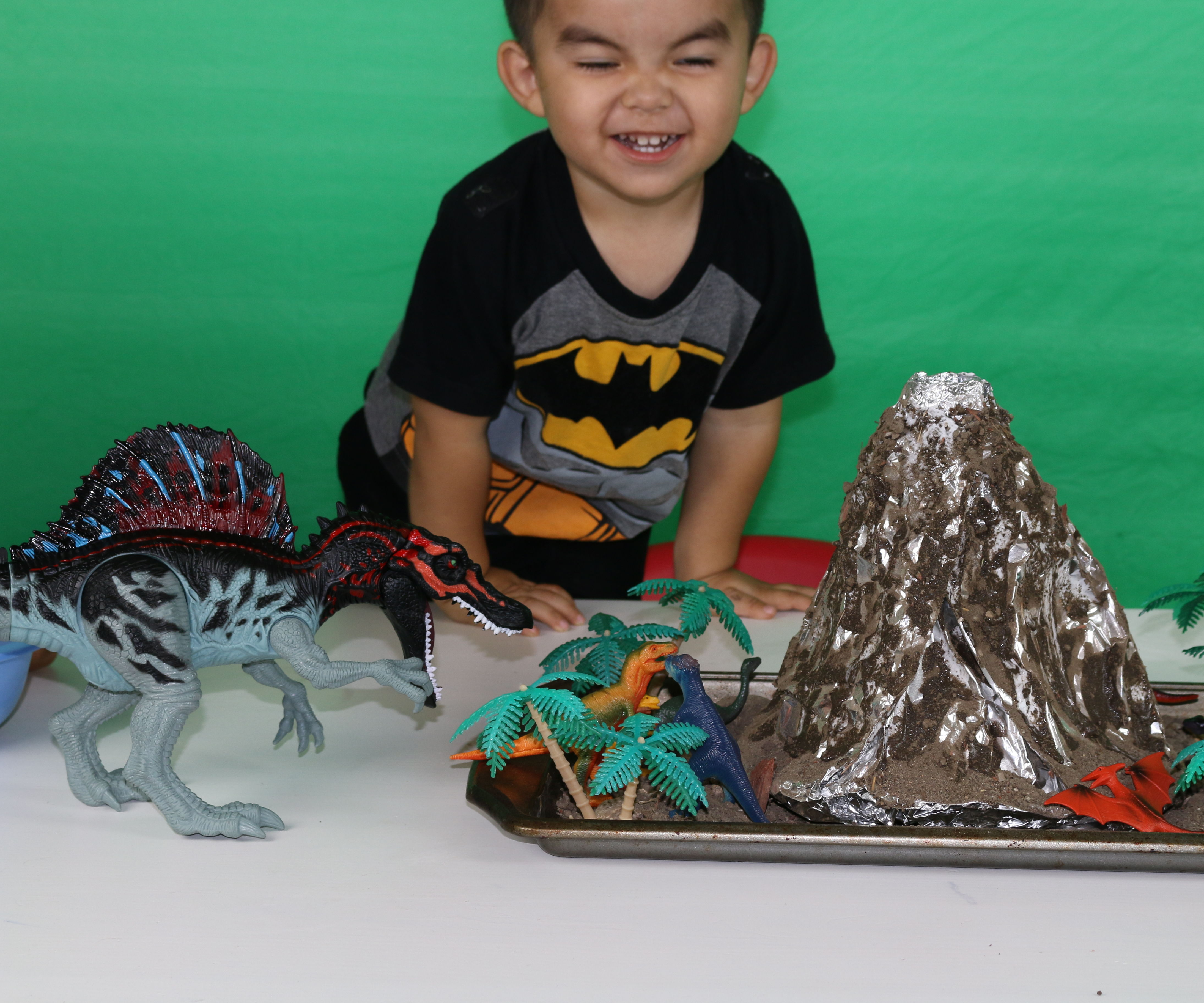 6 Cool Science Experiments for Kids to do at Home including Erupting Volcano