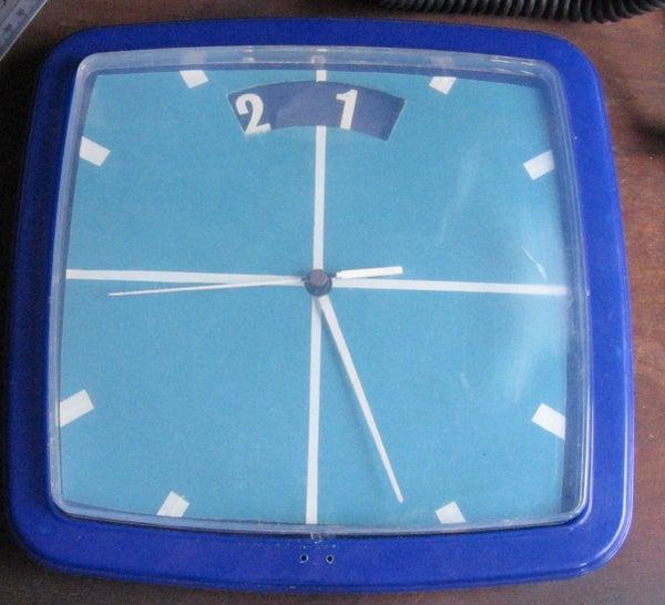 "A Fun ""Second-look""clock"