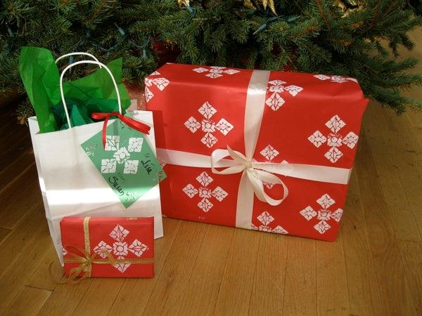 Snowflake Pattern Gift Wrap