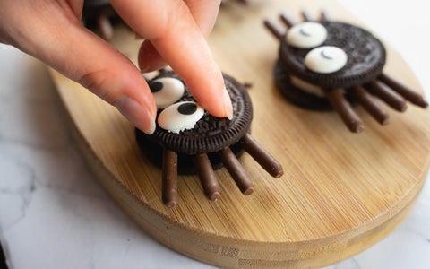Decorate Spider Cupcakes