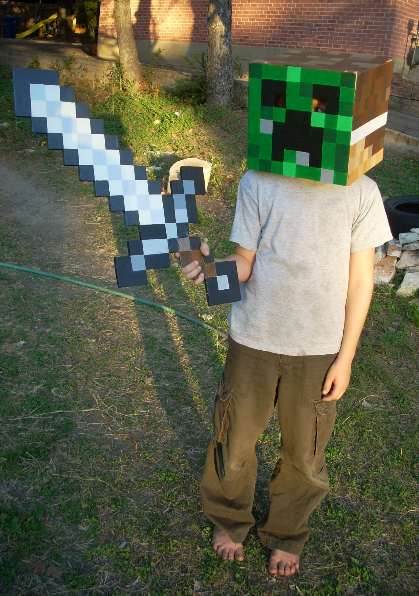 Simple Minecraft Creeper costume
