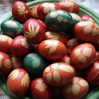 Dutch Dyed Easter Eggs With Flowers & Onion Skins