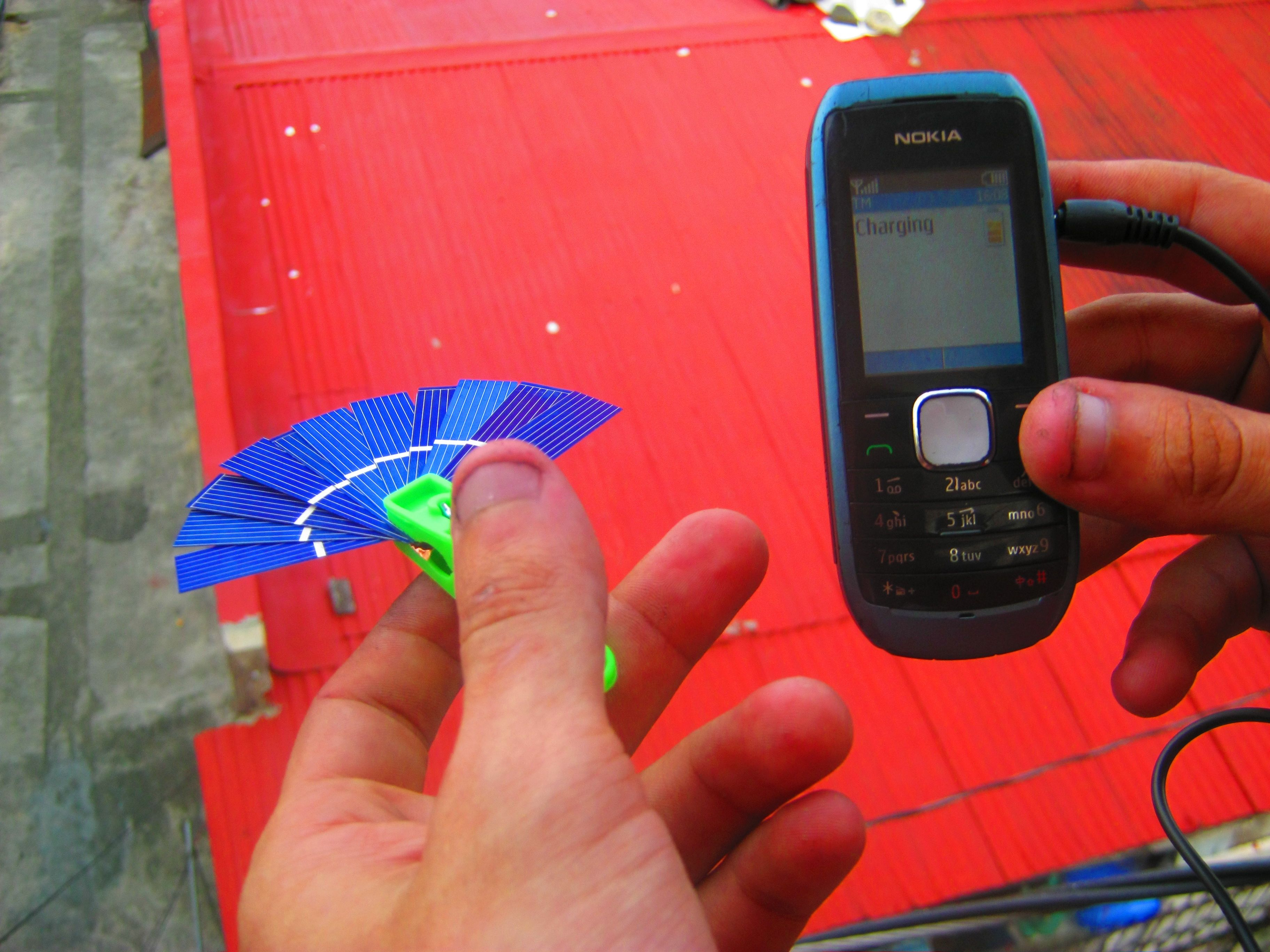 Five minute solar phone charger