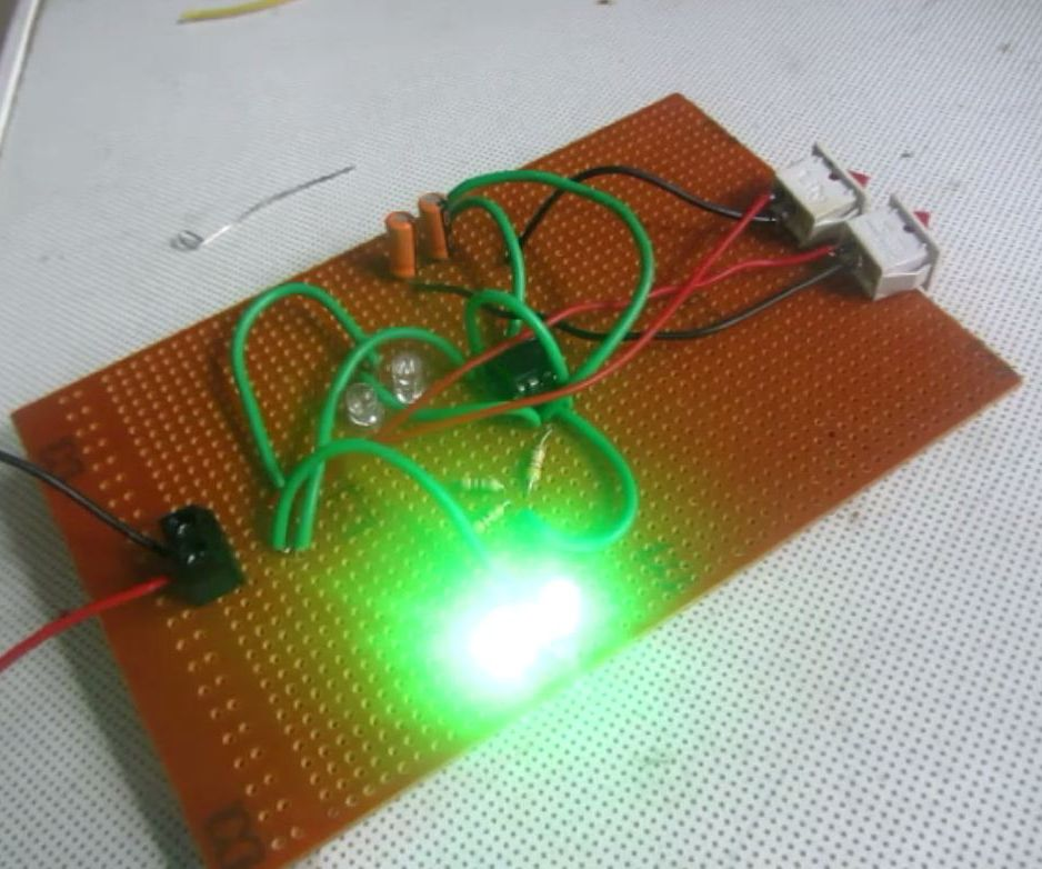 Flashing LED Railroad Lights made with 555 timer