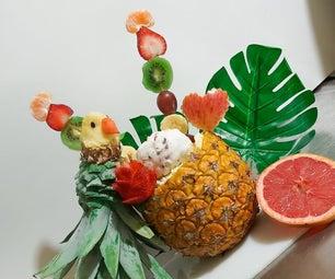 热带鹦鹉用菠萝(水果沙拉)