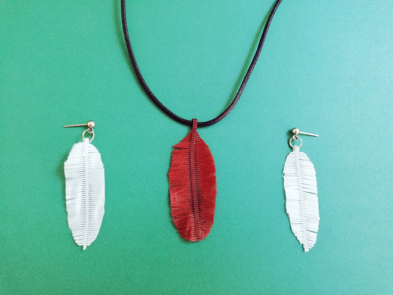 Easy 5 Minute Ribbon Feathers