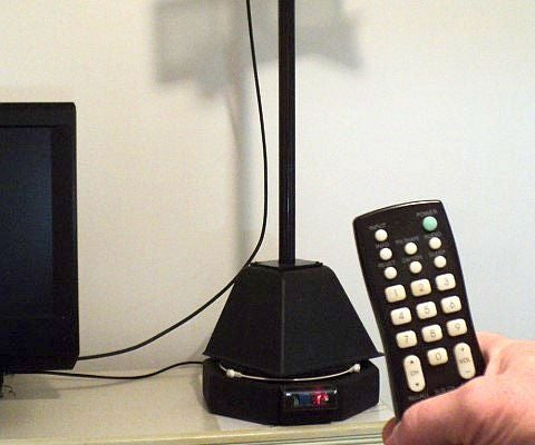 A Microwave Oven Helps Rotate Indoor OTA Antenna