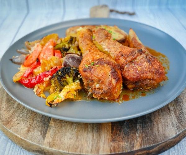 板料锅鸡用土豆和蔬菜