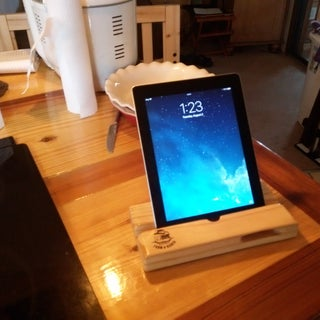 DIY Wooden $5 IPad Dock / Stand