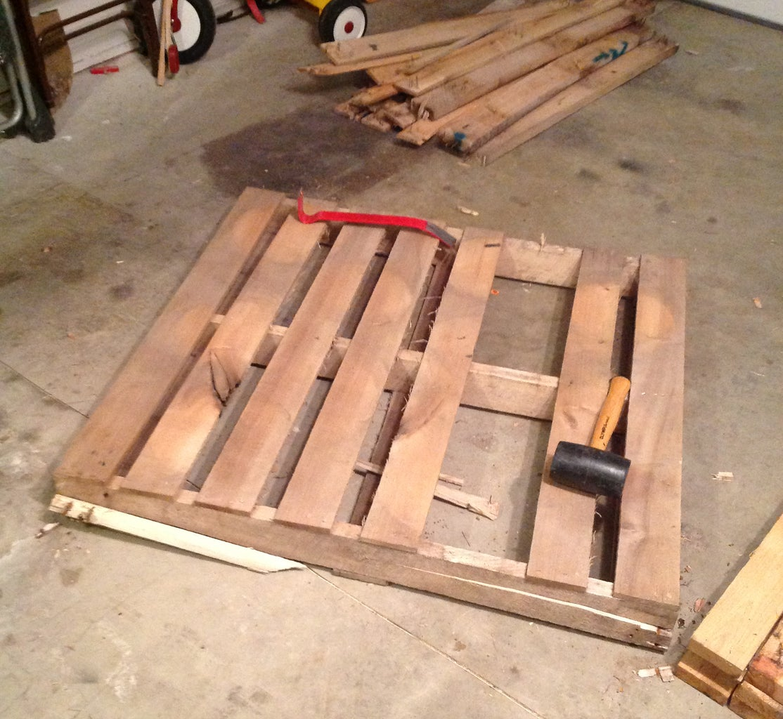 Prepping the Wood/Pallets