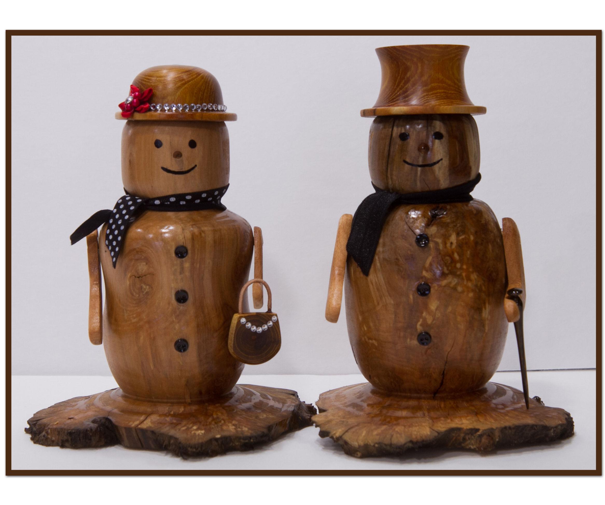 Make a decorative wooden snowcouple