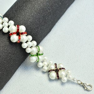 Beebeecraft Instructions on Making a Pearl Bracelet With White Pearls and Rhinestones