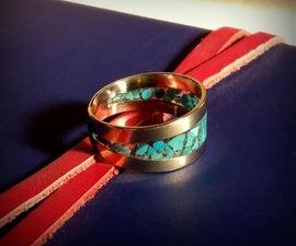 与CA胶水镶嵌的手锻造戒指