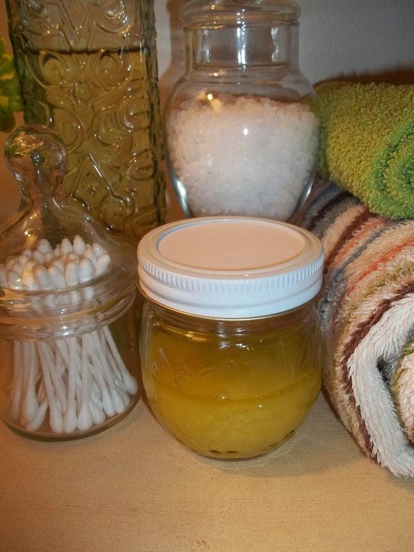 Pantry Raid: Make Your Own Moisturizing Sugar Scrub