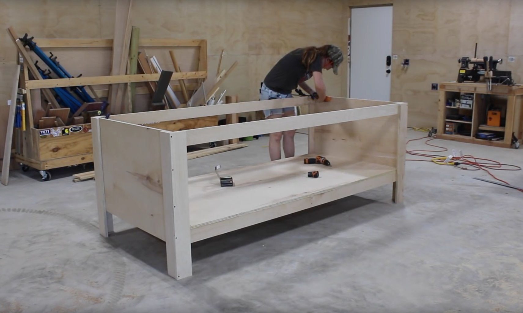 Attach the Top Stretchers and Workbench Top