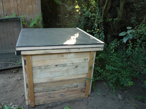 How to Make a Pallet Wood Compost Bin - Unique Design Using Minimum Metal Fixings and for Easy Emptying of Compost. Fabriquer Soi-même Son Composteur.