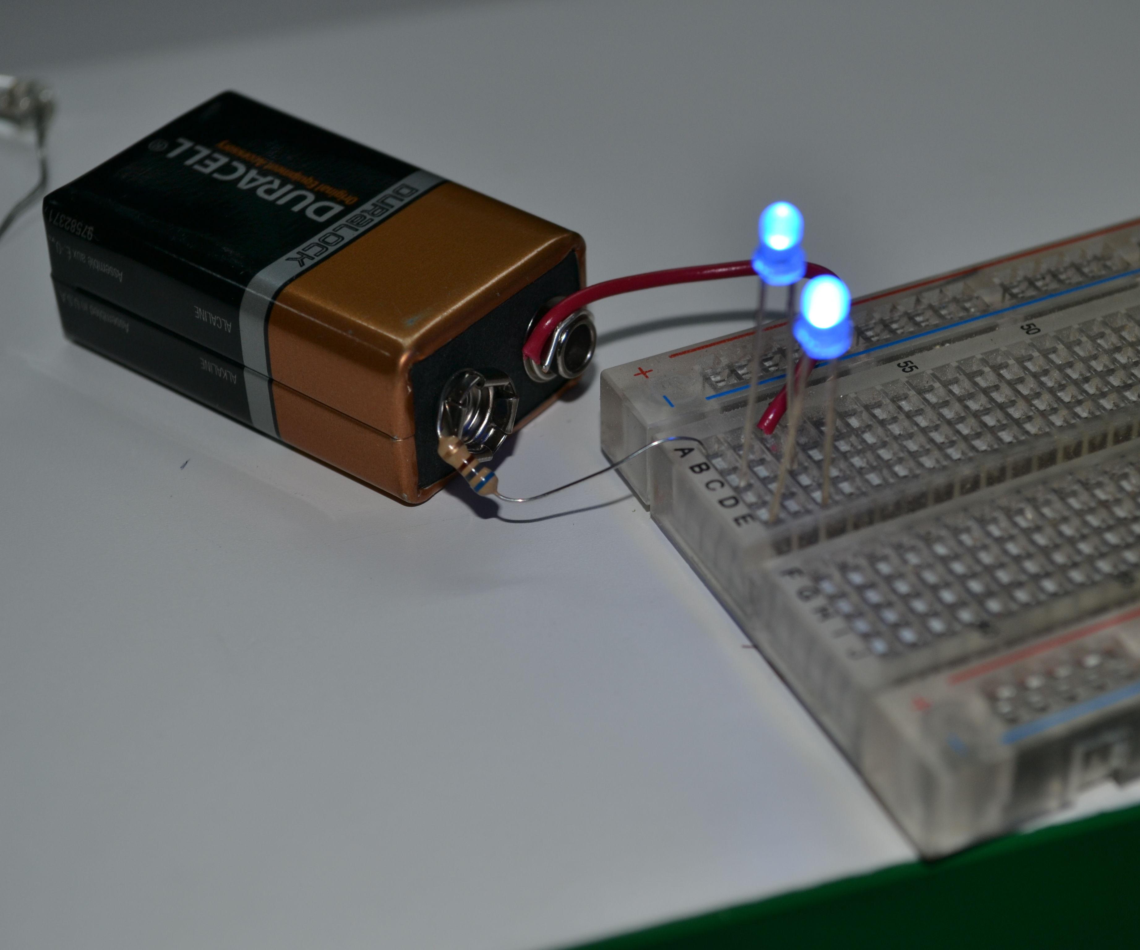 Como encender dos leds con una batería de 9v